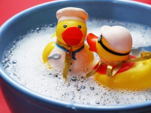 Giochi per il bagnetto del bambino: quali sono i più utili e divertenti?