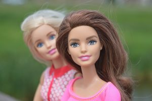La Barbie si trasforma e cambia per i bambini di oggi