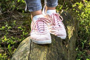 Sneaker da donna: un classico intramontabile che non conosce crisi