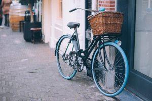 Luci per la bicicletta: a led, ricaricabili e impermeabili per pedalare in sicurezza