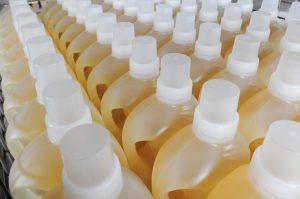 Detergente per pavimenti: ecco i prodotti migliori per smacchiare in profondità