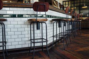 Lo sgabello: design, estetica e funzionalità per i tuoi ambienti preferiti