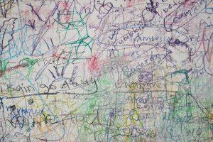 Lavagna magnetica: il gioco creativo per un piccolo artista