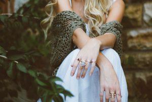 Gli anelli da donna più di tendenza del momento