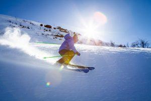 Accessori per lo sci alpino: i migliori per vivere le emozioni di questo sport
