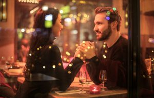 Regali di Natale per lei: l'anello giusto da donare e ricevere durante le feste