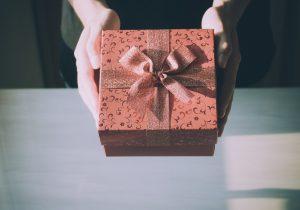 Regali di Natale per lui: idee last minute per una scelta economica e di grande effetto