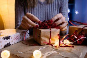 Regali di Natale per lei: le migliori idee last minute che la renderanno felice