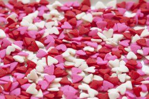 Regali di San Valentino per lei: come farla sentire unica nel giorno dedicato all'amore