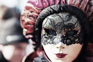 Costumi di carnevale donna: i migliori per diventare principesse, cheerleader o lottatrici