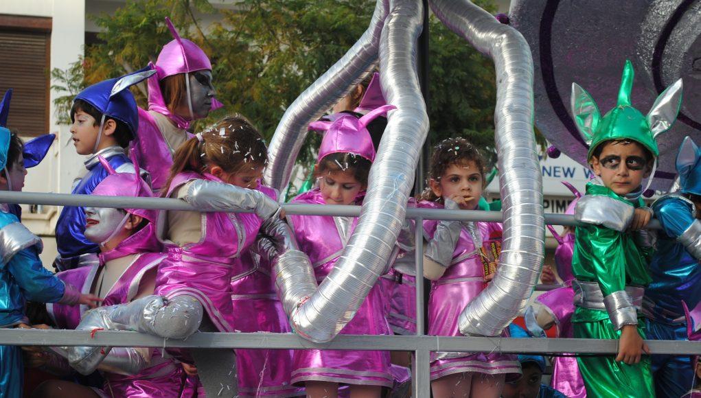 1f362952f313 Costumi di carnevale bambina  quale scegliere tra tante deliziose ...