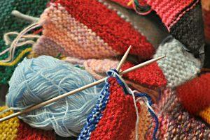 Accessori lavoro a maglia: rinnova il tuo armadio guidata dalla fantasia