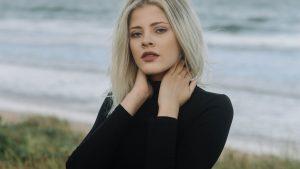 Maglietta di cotone da donna: i modelli più belli per le mezze stagioni