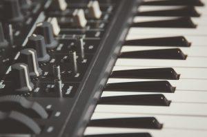 Pianola: cinque proposte per coltivare la passione per la tastiera musicale