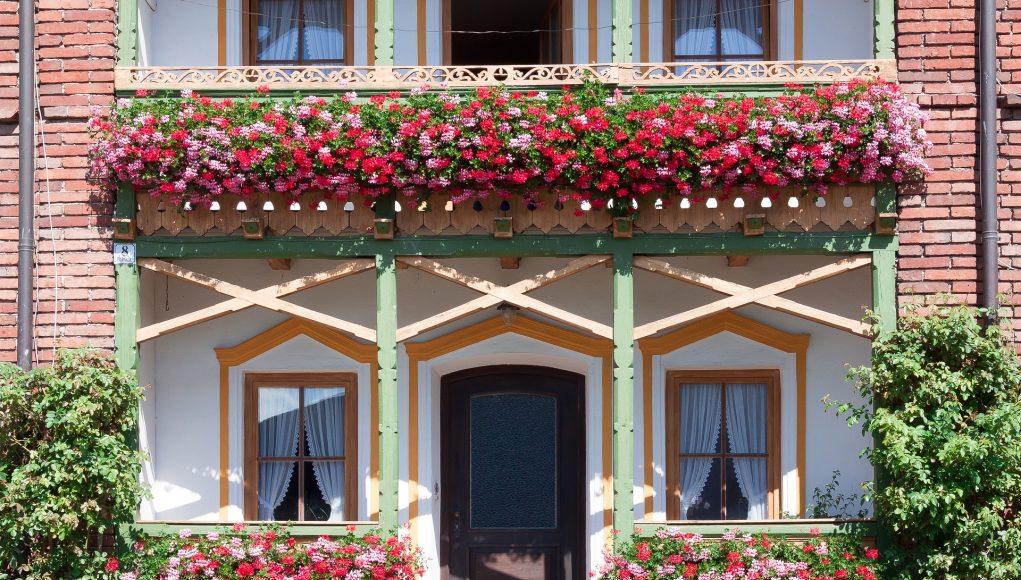 Fioriere In Plastica Per Balconi.Fioriere Da Balcone Le Migliori Per Far Arrivare La Primavera Anche