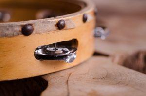 Percussioni a mano: strumenti di origini antiche per ritmi dal sapore attuale
