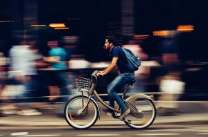 Pedalata assistita: la bici ecologica e tradizionale ma al passo coi tempi