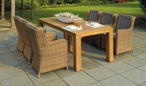Sedie da esterno: materiali e forme adatte per arredare e vivere il giardino