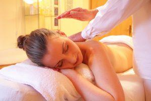 Lettino da massaggio: i modelli più confortevoli adatti ai professionisti del benessere