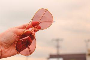 Ray-Ban: gli occhiali da sole per antonomasia, un classico sempre di moda per uomini e donne