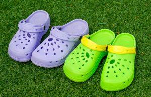 Crocs bambino: i 5 migliori modelli di scarpe comode, estive e colorate
