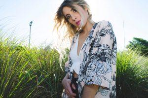 Kimono: cinque proposte femminili, colorate e alla moda per un'estate romantica