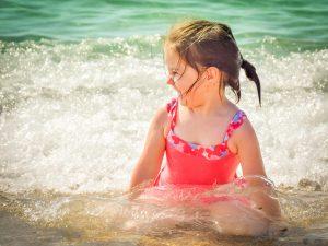 Costume bambina: come scegliere il modello giusto per le esigenze della tua piccola?