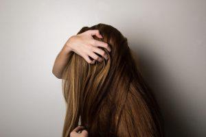 Integratori per capelli: contrasta la caduta rendendoli più belli e lucenti