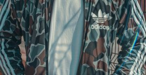 Felpa Adidas: la scelta moda casual ideale per lo sport e la scuola