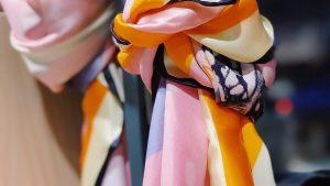 Foulard: con l'arrivo dell'autunno, ecco l'accessorio moda per un look di tendenza