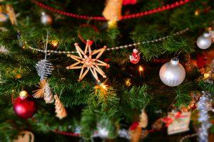 Il miglior albero di Natale già addobbato, una scelta bella e pratica