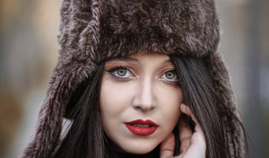 Colbacco, il cappello del momento in tutte le sue declinazioni moda
