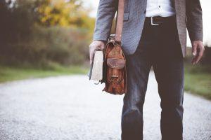 Borsa a tracolla da uomo, un accessorio utile e alla moda
