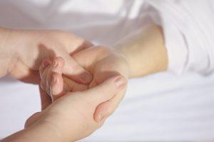 Olio per massaggio, una coccola che riscalda il corpo e la mente