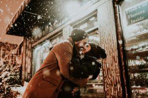 Canzoni d'amore, quale colonna sonora scegliere per un San Valentino romantico e passionale?