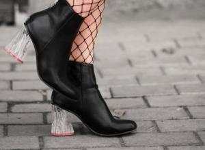 Il ritorno delle scarpe con la punta quadrata per un look sofisticato night and day