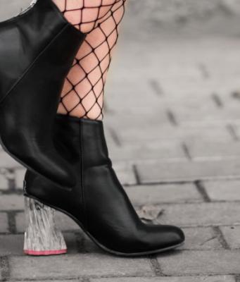 scarpe a punta quadrata