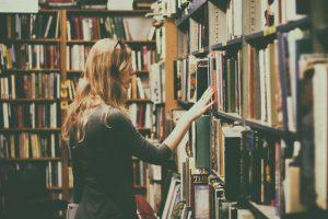 Un viaggio con la macchina del tempo grazie ai migliori libri di fantascienza
