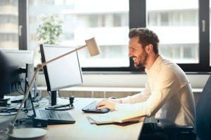 Lampada da scrivania, i modelli del momento per illuminare la tua casa con un tocco di design